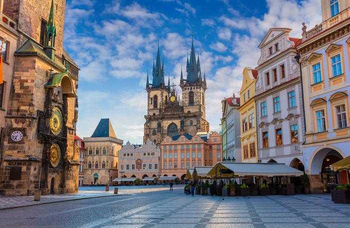 Sinteza | O întâlnire la Praga (Despre chipul trist al libertăţii)